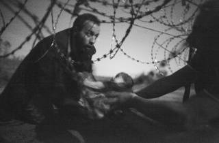 World Press Photo 2016 photo contest Photo of the Year winner Warren Richardson 2015 Border Crossing from Serbia into Hungary