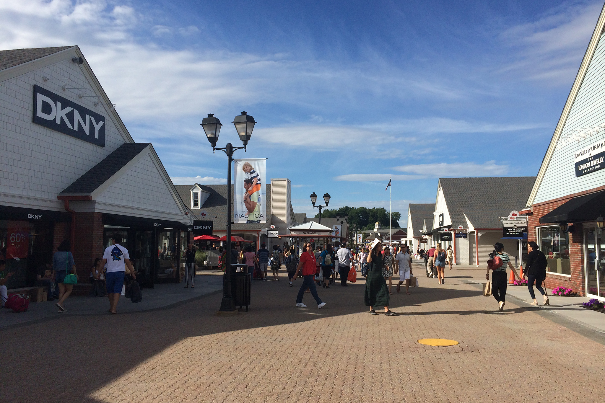 Find the best outlet shopping in New York. Get up to date information, sales and deals for every outlet mall in the state of New York. Get up to date information, sales and deals for every outlet mall in the state of New York.