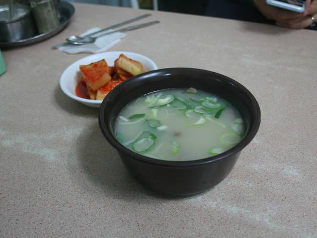 Seolleongtang at Yoojin Sikdang