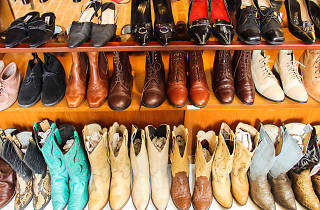 vintage shoes at (un) FASHION Vintage Collection