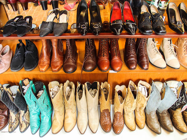 vintage shoes at (un) FASHION Vintage Collection