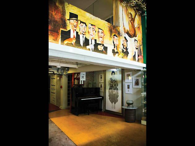 Silom Art Hostel 02
