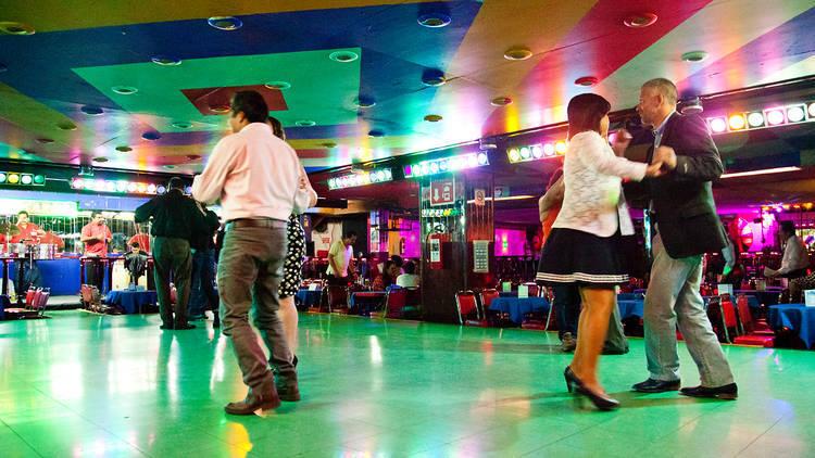 Lugares para aprender a bailar salsa
