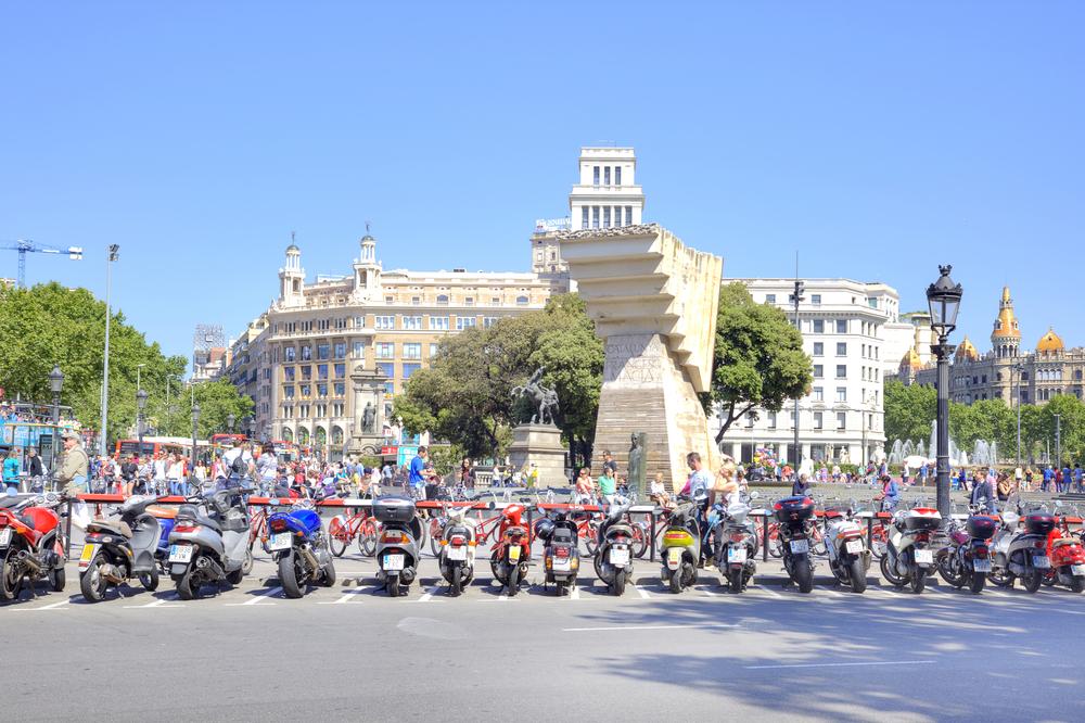 12 situacions que hauràs viscut si condueixes moto per Barcelona