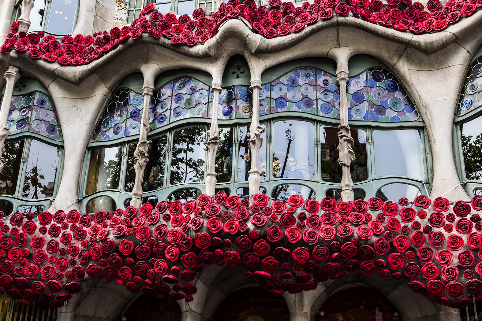 Casa Batlló quiere que llenes tu balcón de rosas para celebrar Sant Jordi
