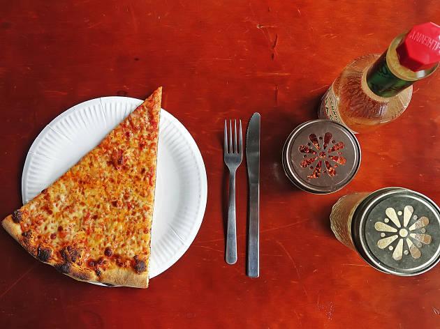 매덕스 피자의 치즈 피자 한 조각 4200원