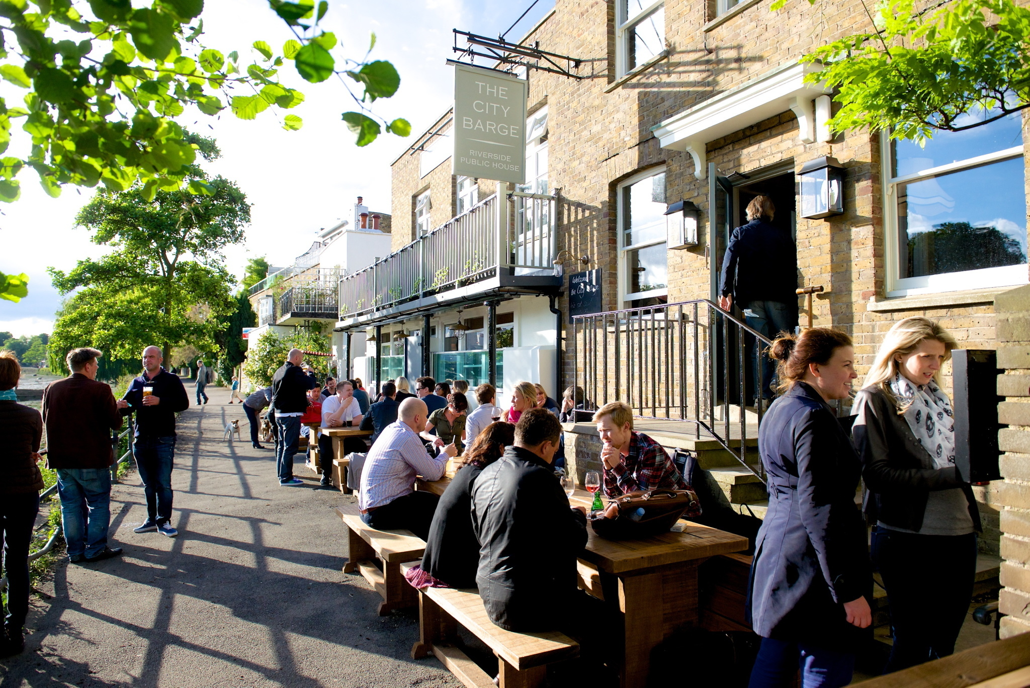 Five glorious waterside pubs you should visit on a sunny day