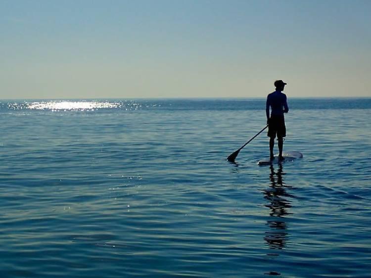 5 idees per treballar l'equilibri damunt l'aigua