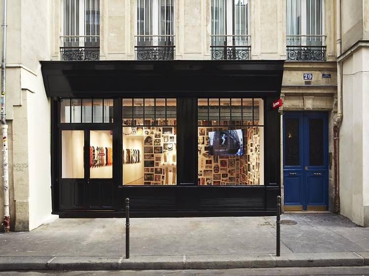 Supreme Paris Store