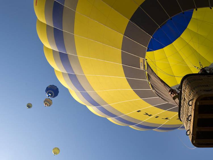Un romàntic passeig en globus pels cels de l'Empordà