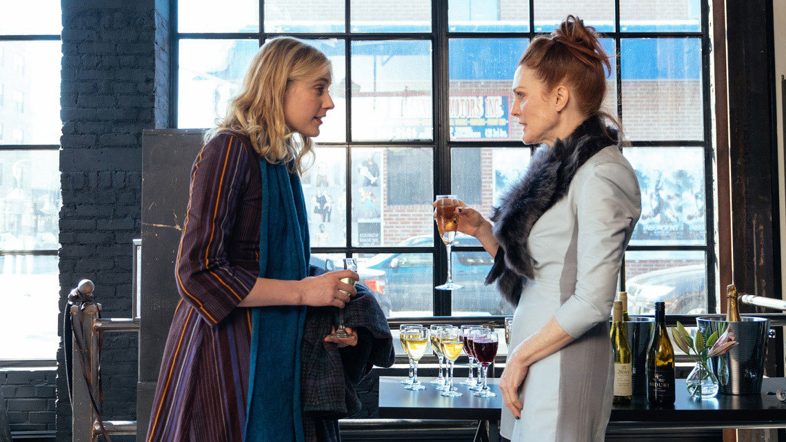 Greta Gerwig, Julianne Moore and Ethan Hawke in a sparkling New York comedy!