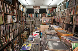 Tonchabab Record Shop 01