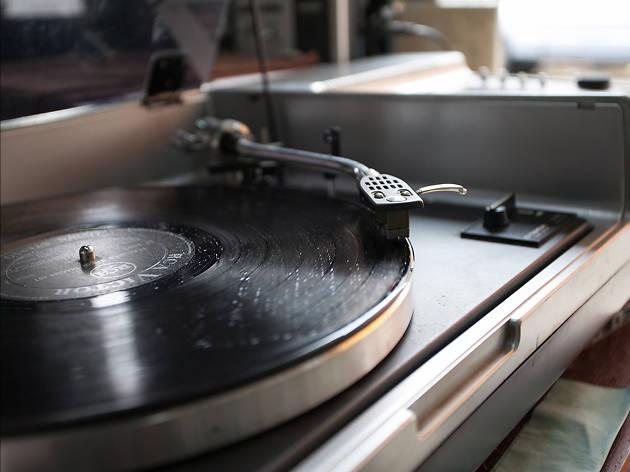 Tonchabab Record Shop 02