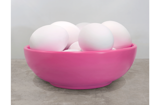 (Jeff Koons: 'Bowl with Eggs (Pink)', 1994-2009. ©Jeff Koons)