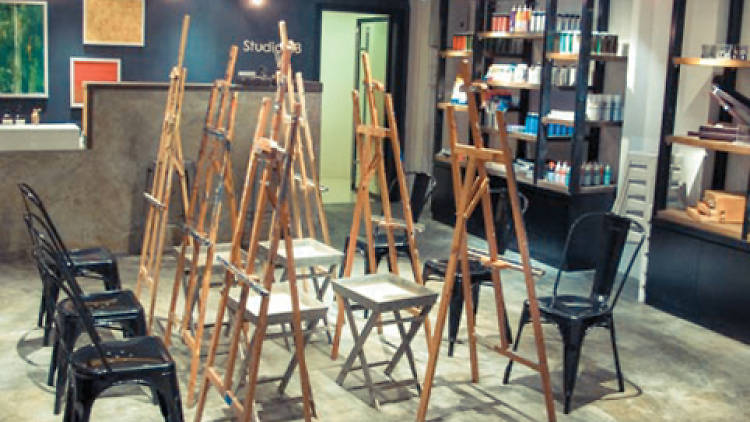 Photo of the interior of an art class with easels set up