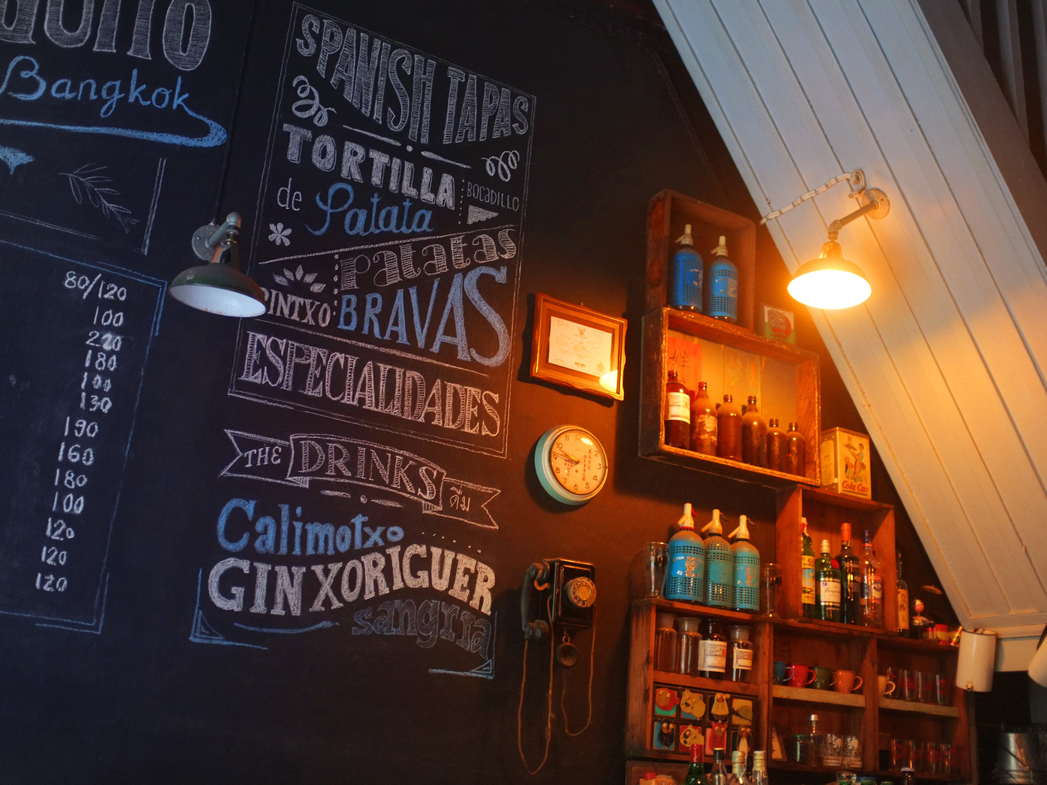 El Chiringuito serves traditional Spanish home-cooked tapas and drinks.