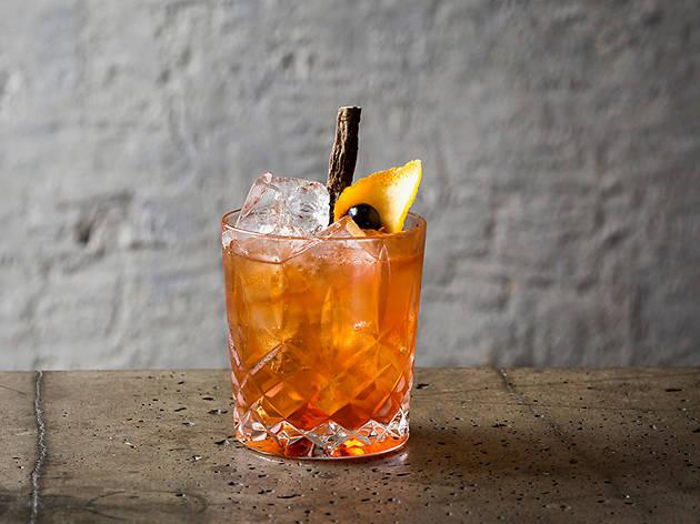 the best old fashioneds in london, oskar's bar, birch sap old fashioned