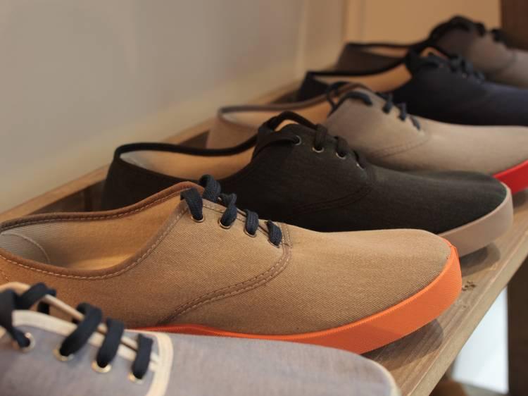 Des chaussures en toile