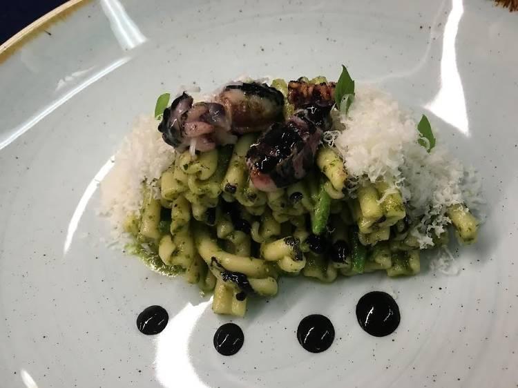 Café del Gallery: 'Cascarecce' al pesto de mongeta verda i sípia