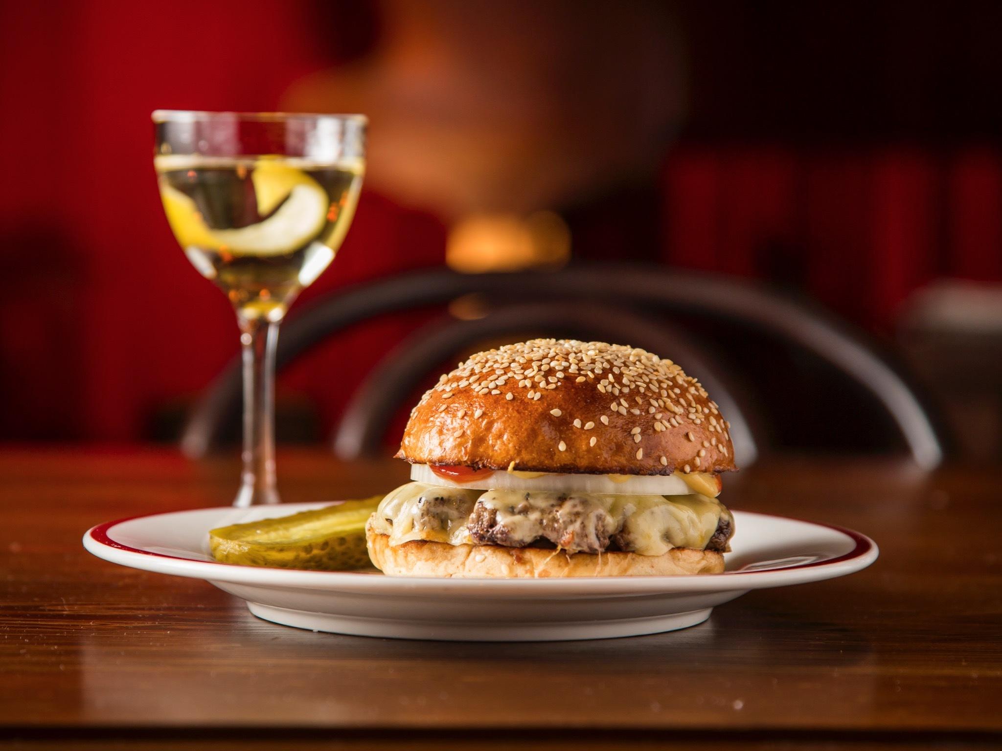 Burger at Hubert