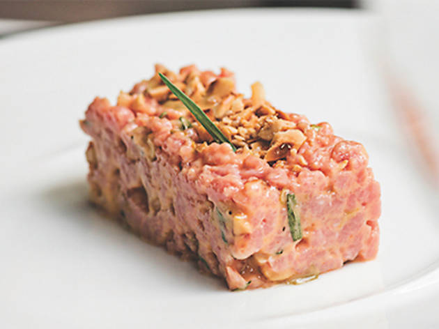 Milk-fed veal tartare with tarragon and praline (Beefbar)