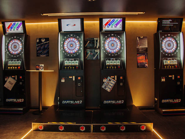Free electronic darts pop-up at the Galeries