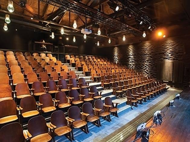 Demir Demirgil Tiyatro Salonu