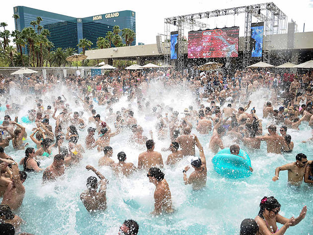 The 10 most awesome pools in Las Vegas