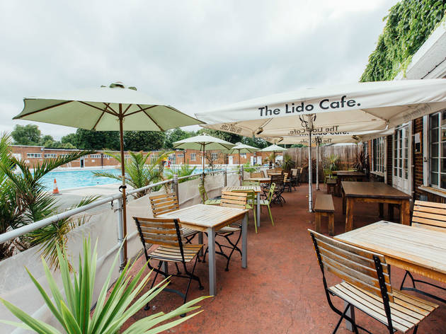 Outdoor Dining - The Lido Cafe