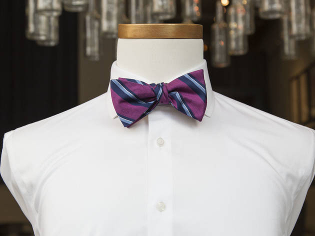 Video: how to tie a bow tie