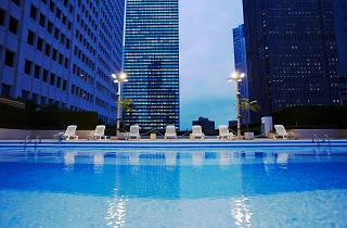 keio plaza hotel pool