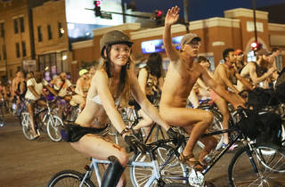 World Naked Bike Ride streaks through Chicago this weekend