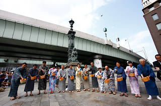日本橋 打ち水大作戦 過去の様子