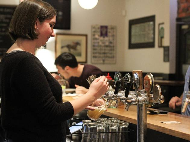 Beer pouring at Rose Hotel, Fitzroy