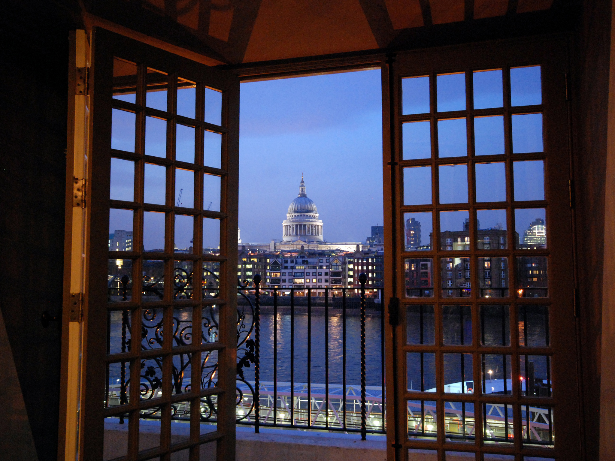 best restaurants with a view in london, swan at the globe