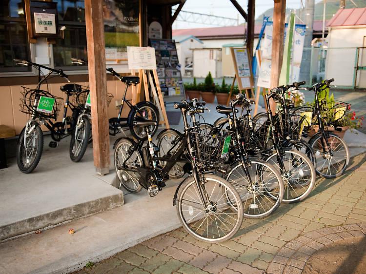自転車で巡る。