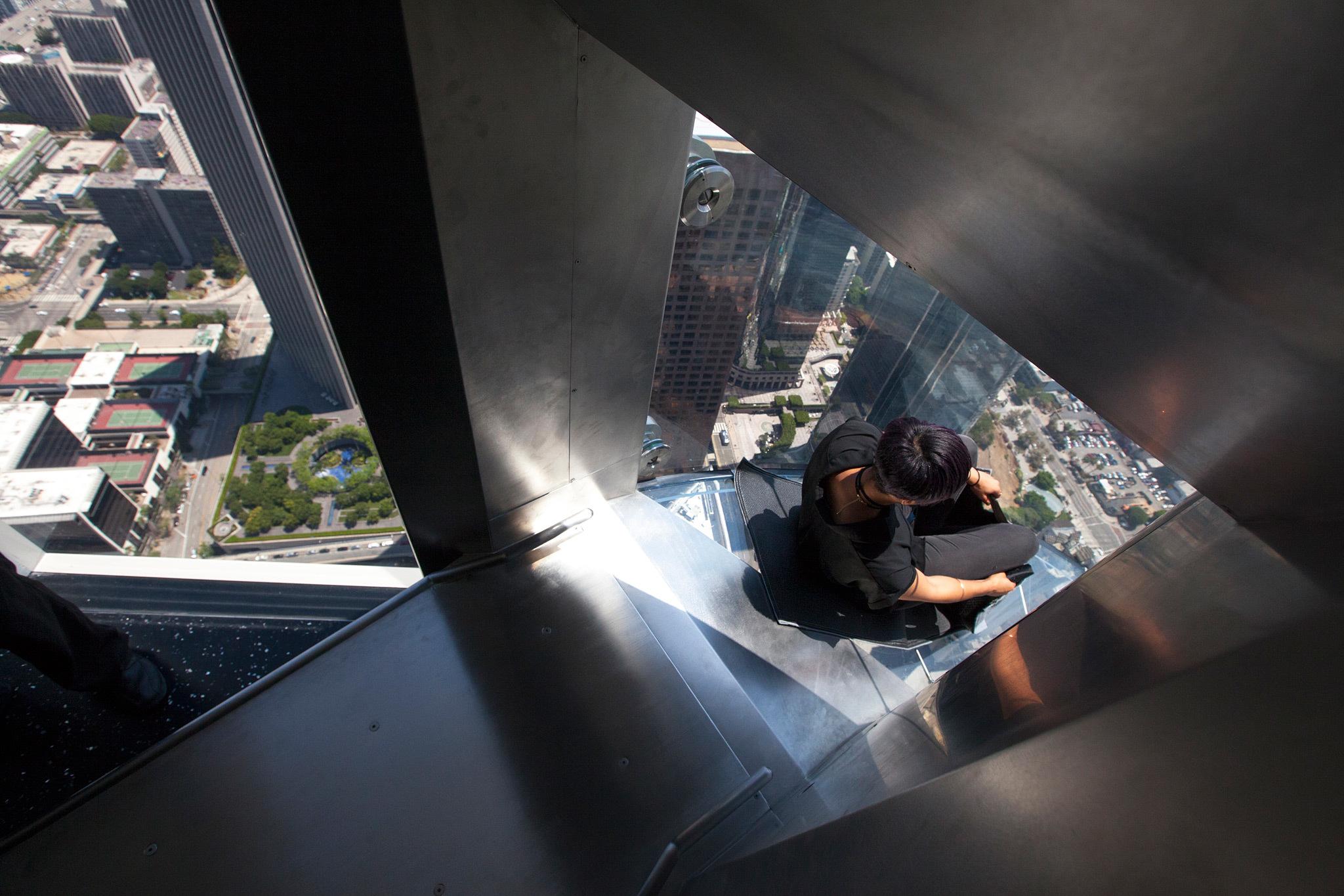 Skyspace La Slide >> Braving the glass Skyslide at the US Bank Tower's Skyspace