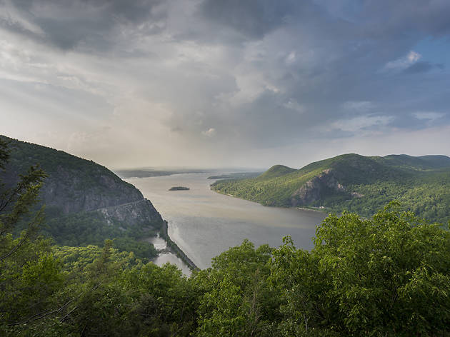 Breakneck Ridge overlooking Hudson River, NY