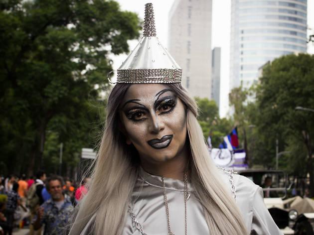 La mujer de hojalata en el Marcha del Orgullo LGBTTTI en la CDMX