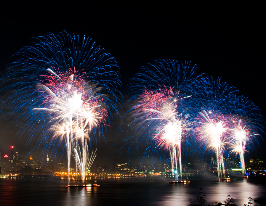 Get an unreal view of the fireworks during these 4th of July yacht cruises