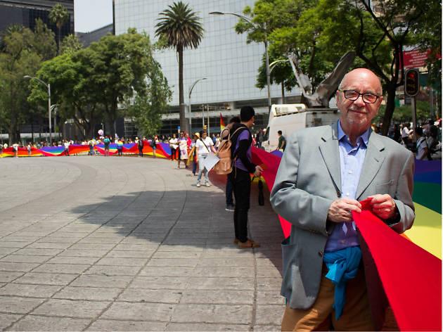 Bandera Monumental en la Marcha del Orgullo LGBTTTI en la CDMX