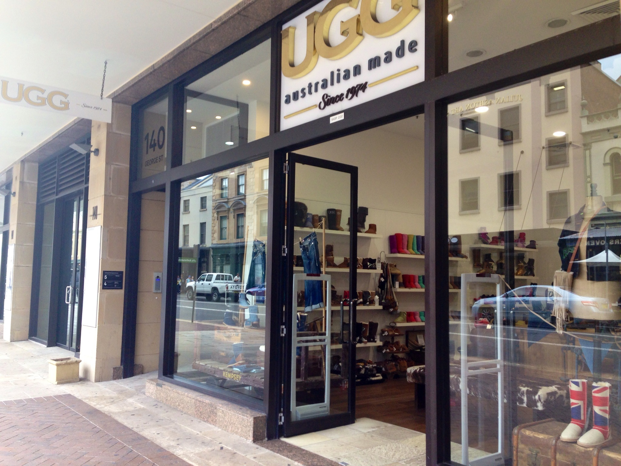 ugg outlet town hall