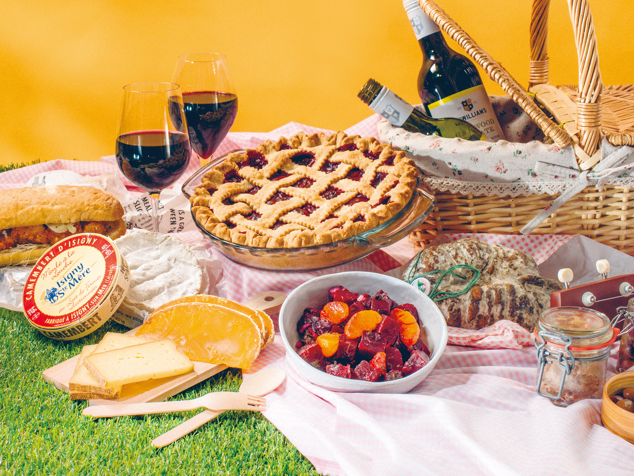7 must-haves for the perfect summer picnic
