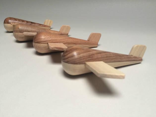 Avión de madera de Nuju