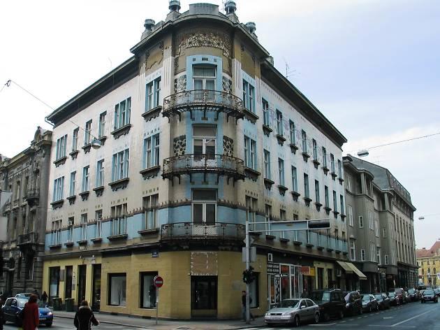 Kallina House (1904) – corner of Masarykova and Gundulićeva.