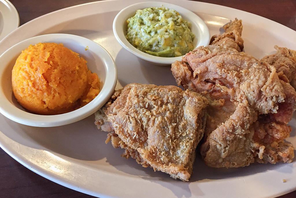 Georgia: Fried chicken dinner at Busy Bee Cafe in Atlanta