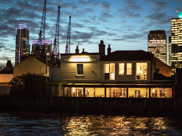 riverside restaurants in london, the gun