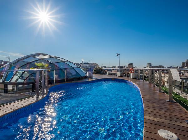 Guanya un vespre increïble al Gran Hotel Havana: solàrium, piscina, sopar per dos i còctel