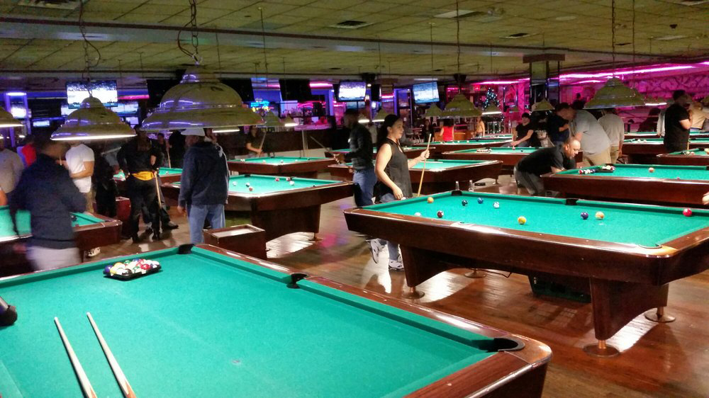 Best Pool Halls In NYC From Upscale Billiards Clubs To Dive Bars - Bar and pool table near me