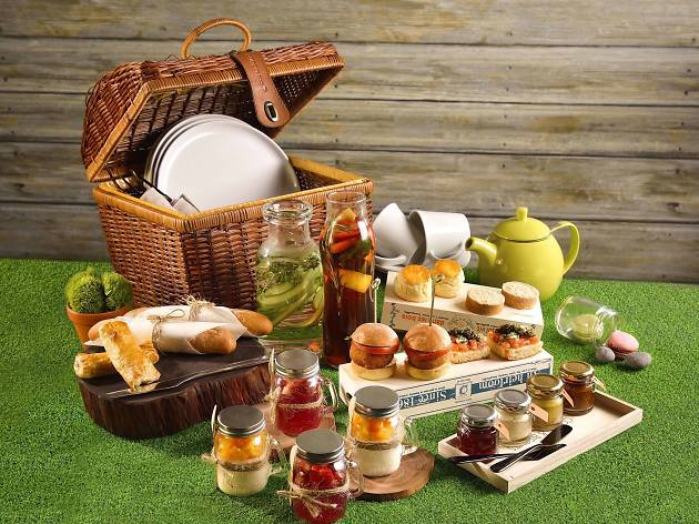 Luxury picnic afternoon tea set